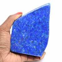 Naturlig polerad lapis lazuli sten