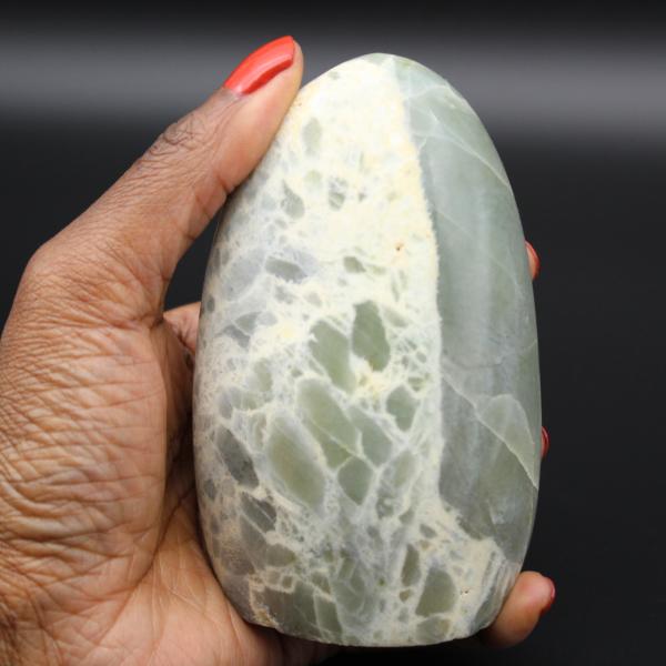 Garnierite rock