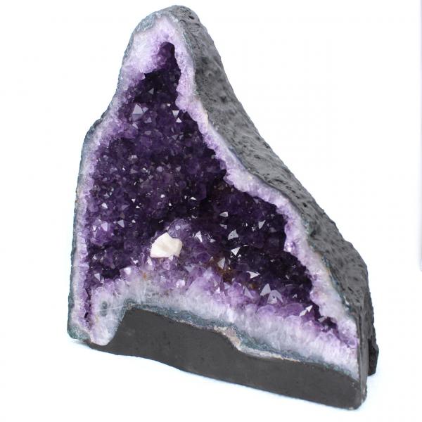 Ametistgeod med kalcitkristall