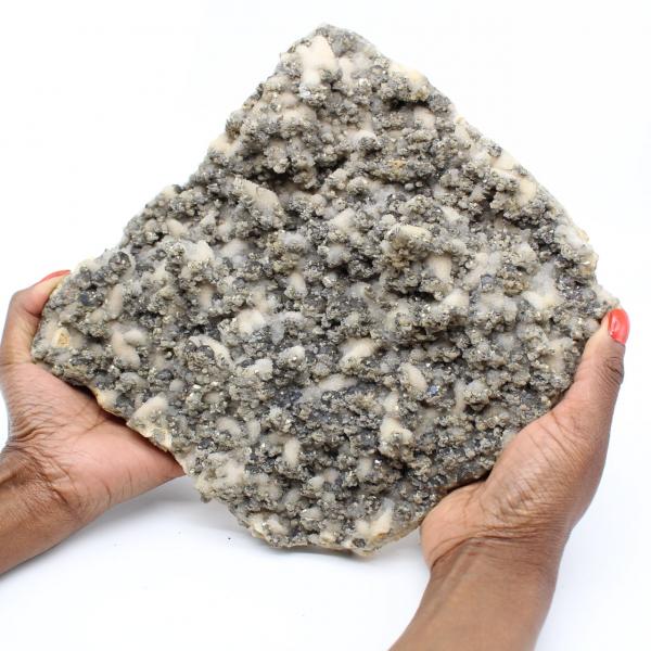 Stor kvartsplatta med kristaller av pyrit och sfalerit (blende)