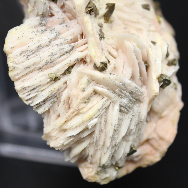 Pyritkristaller på barit
