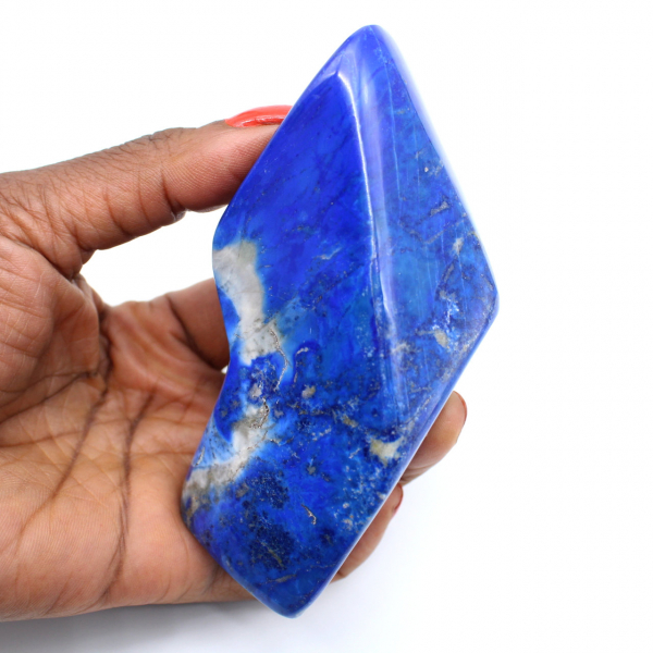 Polerad lapis lazuli sten